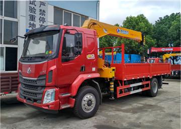 东风柳汽乘龙M3 200马力 4×2程力8吨随车吊图片
