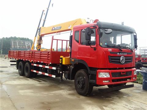 东风T5后八轮8米5货箱程力12吨随车吊
