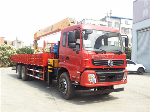 东风随专后八轮8米5货箱程力霸龙12吨随车吊