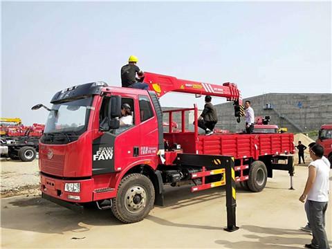 解放J6随车吊 大柴180马力 三一7吨吊机 5米6货箱