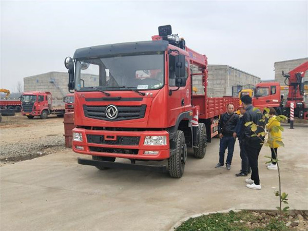 东风T5前四后八12吨随车吊整车展示图片