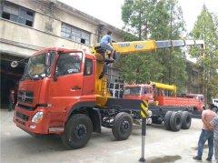 江苏无锡刘总实地考察订购福德牌前四后八12吨随车吊
