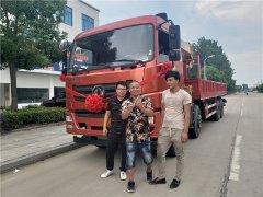 云南昆明罗总订购一台东风特商前四后八12吨随车吊