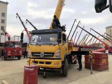 云南玉溪邱先生订购东风单桥长兴8吨随车吊发车