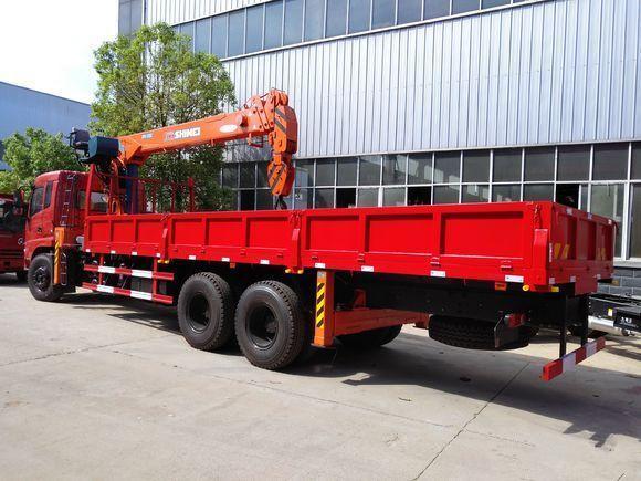 东风后八轮石煤12吨随车吊,货箱8.5米