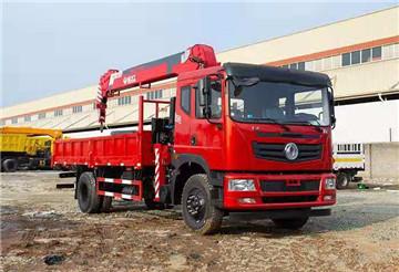 新莆京T5随车吊,新飞工8吨吊机,货箱5米8