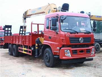 南京陆总订购东风专底后八轮徐工10吨随车吊带爬梯