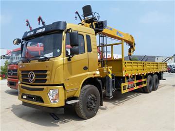 徐工12吨随车吊,东风后八轮玉柴270马力,货箱8.3米