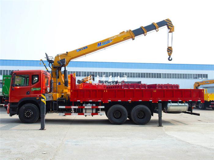 东风特商短轴距后八轮12吨徐工随车吊展示C