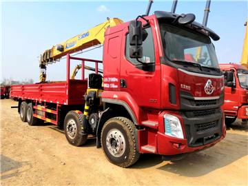 柳汽乘龙H5玉柴350马力货箱8.2米徐工16吨随车吊