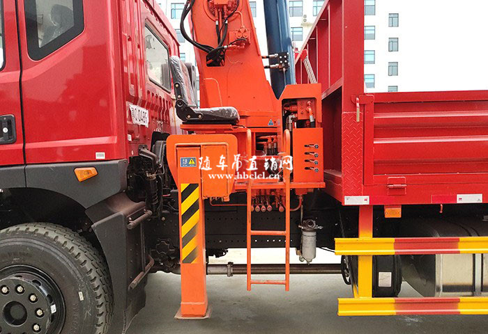 东风T5短轴距后八轮12吨石煤随车自备吊展示C