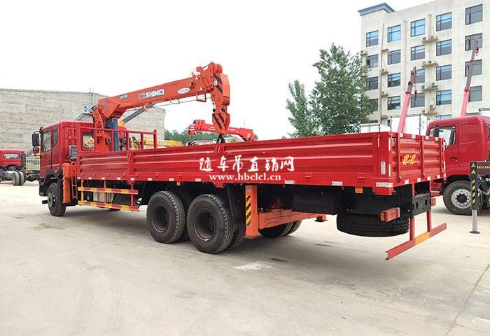 东风T5短轴距后八轮12吨石煤随车自备吊展示D