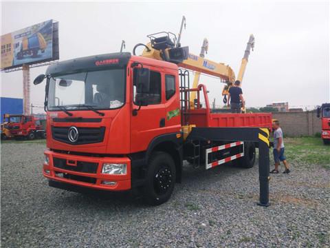 东风特商4×2玉柴200马力10吨徐工随车吊