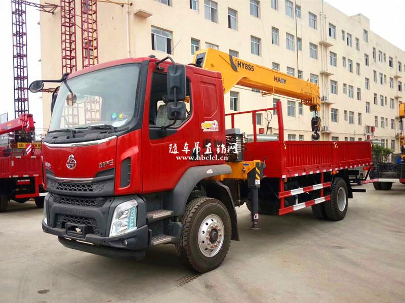 柳汽乘龙200马力5米8货箱8吨遥控随车吊