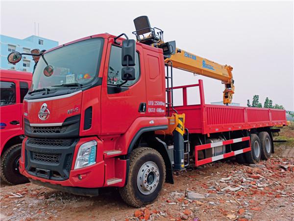 东风柳汽乘龙后八轮徐工14吨G型SQS350-5随车吊