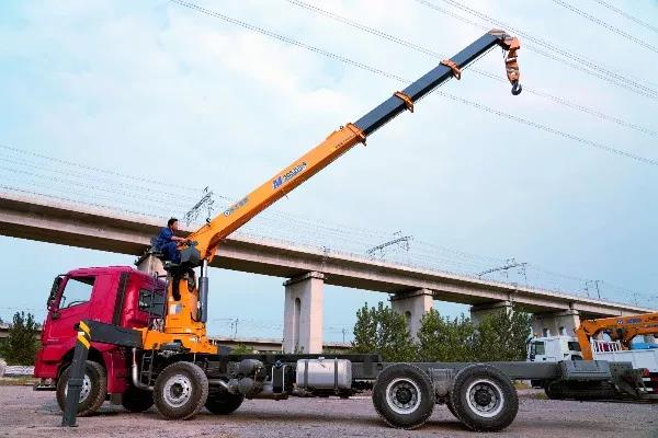 超长臂、吊重强、徐工G型SQS200-4随车吊震撼上市