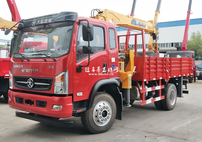 大运3900轴距4米3货箱程力威龙5吨随车吊