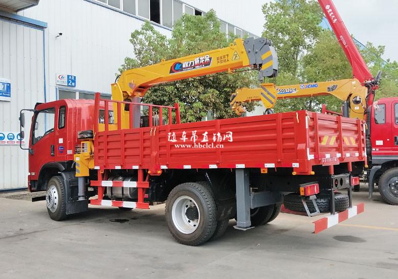 大运3900轴距4米3货箱程力威龙5吨随车吊展示D