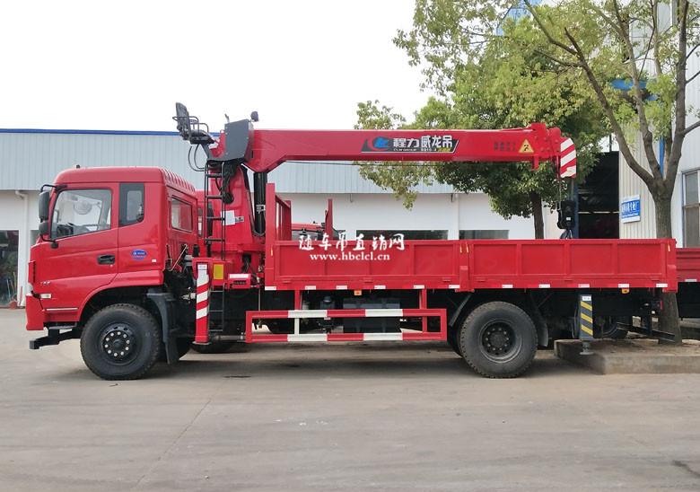 东风D913单桥5米8货箱程力威龙8吨随车吊展示B