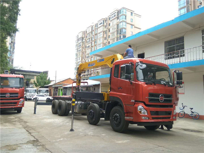 中国一拖福德牌前四后八12吨随车吊客户试车图片