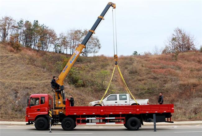 东风前四后四12吨徐工随车吊起重作业展示