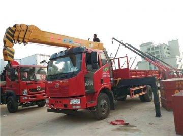 浙江杭州刘老板定购解放J6长兴8吨自卸随车吊