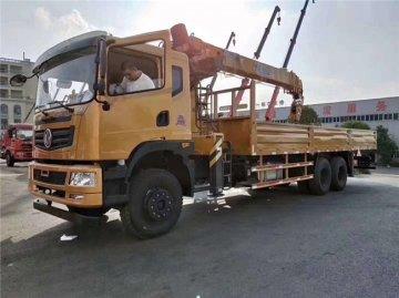 东风T5后八轮随车吊,玉柴270马力,货箱8.5米