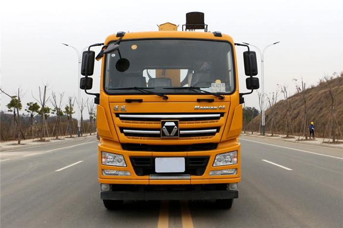 徐工汉风G5前四后八14吨随车吊驾驶室外观