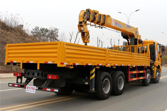 徐工汉风G5前四后八14吨随车吊尾箱外观