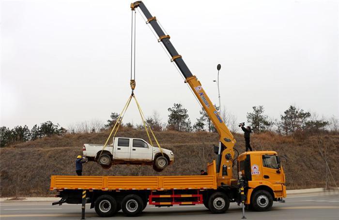 徐工汉风G5前四后八14吨随车吊起重作业展示