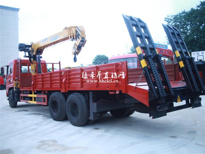 东风专底后八轮徐工10吨随车吊带爬梯功能图片