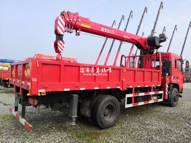 东风D3单桥5米8货箱8吨宏昌天马随车吊货箱外观