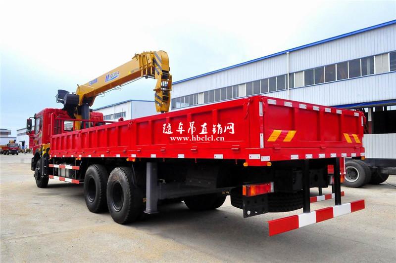 东风特商后八轮潍柴270马力徐工12吨SQS300-4随车吊货箱外观