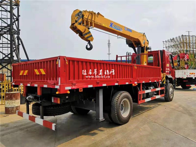 柳汽乘龙200马力5米8货箱徐工8吨随车吊