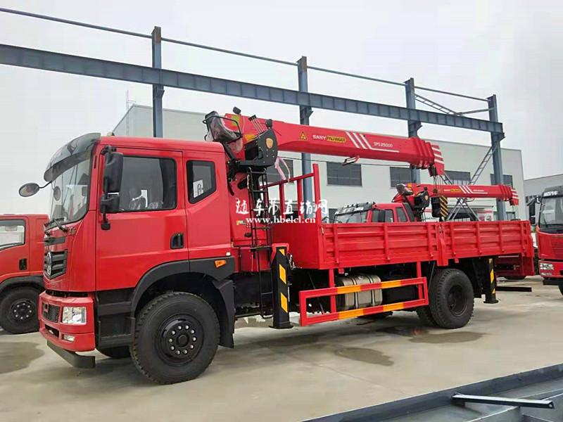 东风T5三一8吨随车吊侧面外观
