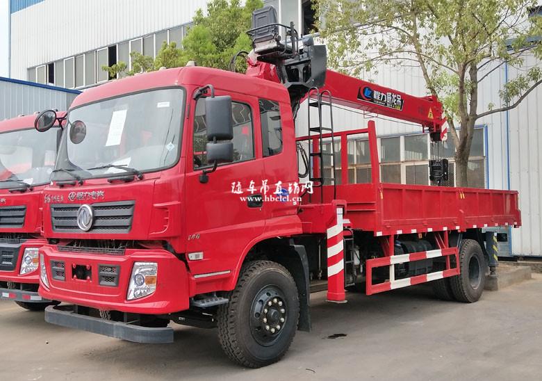 东风D913单桥5米6货箱程力威龙8吨随车吊
