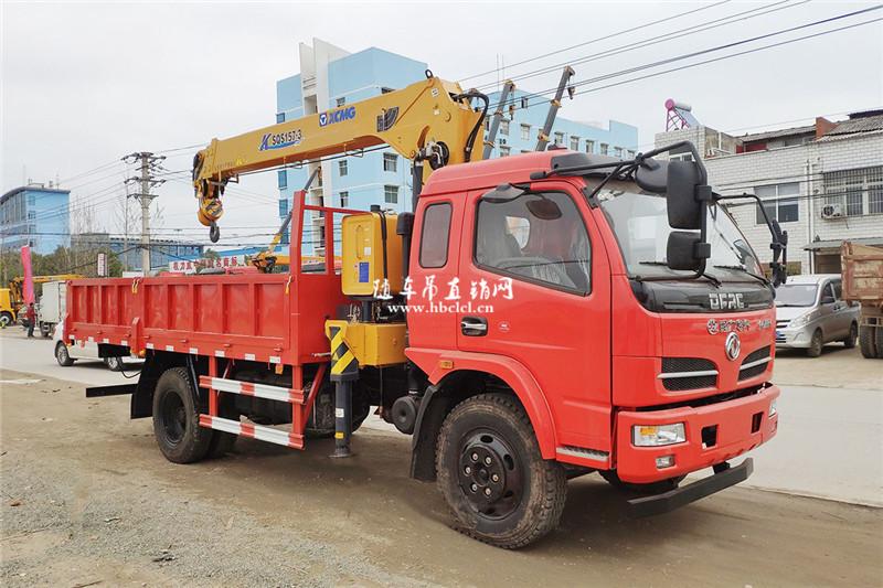 东风福瑞卡4米8货箱徐工6.3吨随车吊