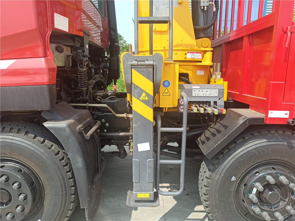 徐工G系列14吨吊机前支腿