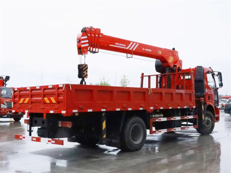 解放8吨随车吊6.1米车厢