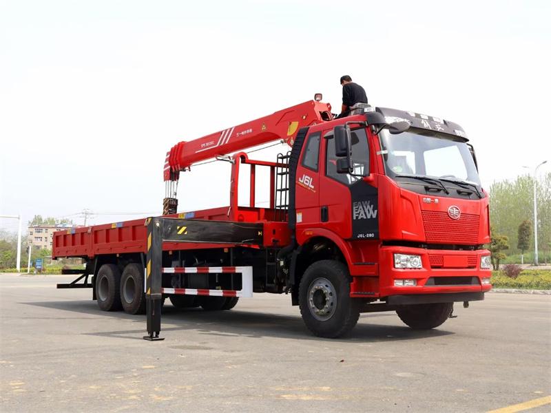 解放J6L三一牌12吨随车吊